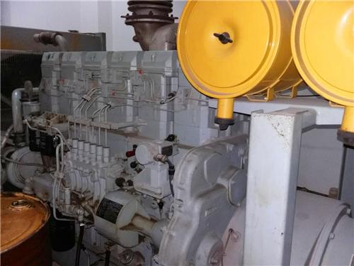 三菱R16柴油发动机进气 管和空气过滤器