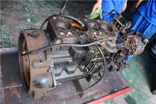 约翰迪尔强鹿柴油发动机维修拆卸顺序