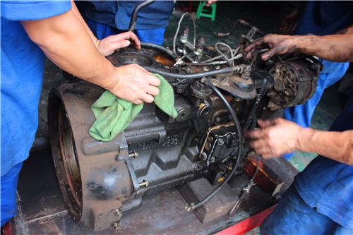 强鹿柴油发动机平衡轴